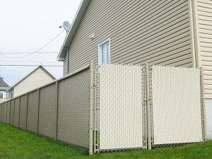 clôture, résidentiel, maille, chaîne, intime, terrain, cour, arrière, porte, barrière, pivotante